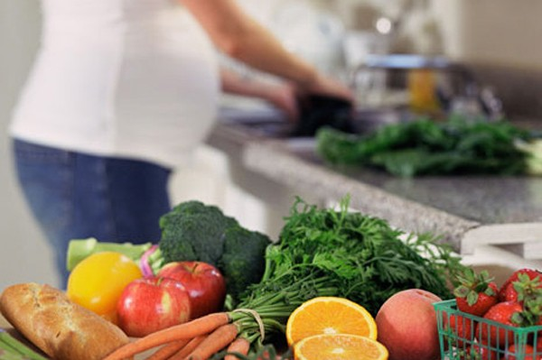 Những loại thực phẩm mẹ bầu tránh khi mang thai 3 tháng đầu và 3 tháng cuối thai kỳ