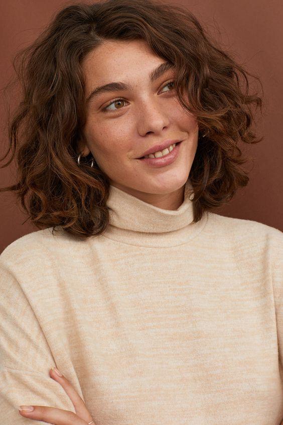 20 kiểu tóc uốn xoăn lọn nhỏ đẹp thịnh hành nhất dẫn đầu xu hướng 2021