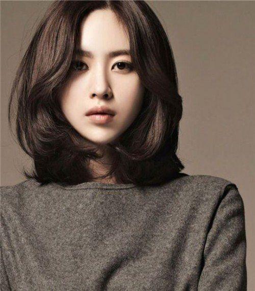 BST 25 kiểu tóc ngắn ngang vai uốn cúp đuôi mang phong cách Hàn Quốc đẹp nhất 2021