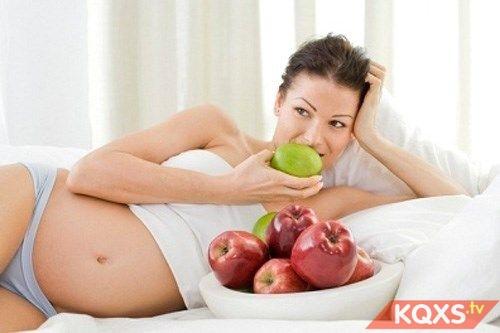 6 tác dụng của quả táo đối với bà bầu khi ăn mỗi ngày