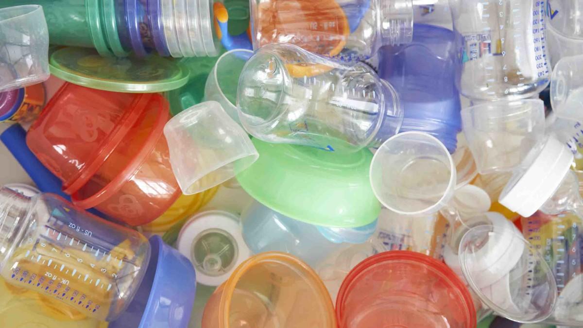 8 loại hóa chất độc hại gây nên tự kỷ thai nhi khi mẹ bầu tiếp xúc