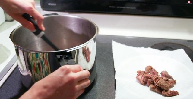 Cách hầm thịt bò nhanh mềm bằng nồi áp suất