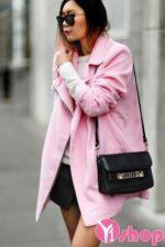 Áo khoác dạ nữ dáng dài màu hồng đẹp xu hướng nổi bật đông 2021 – 2022