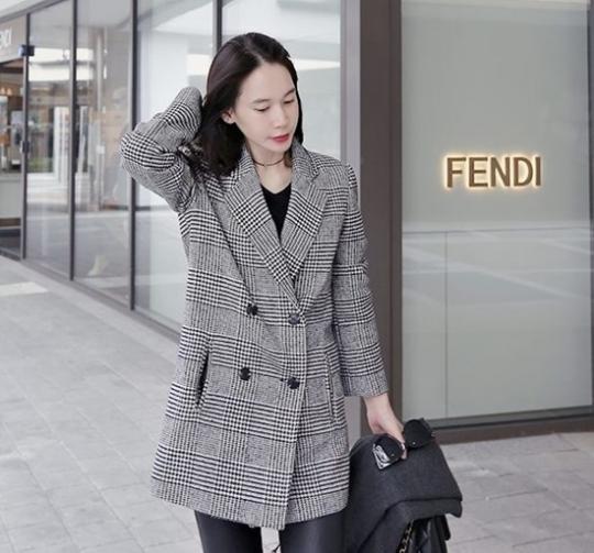 Áo khoác dạ nữ kẻ caro đẹp cho nàng cao gầy ấm áp mùa thu đông