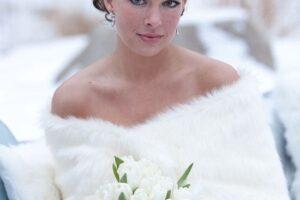 Áo khoác lông nữ đẹp cho cô dâu quyến rũ ấm áp thu đông 2021 – 2022