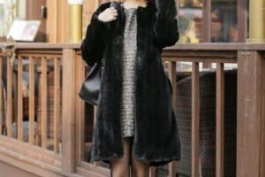 Áo khoác lông nữ đẹp thu đông 2021 – 2022 ấm áp tới công sở