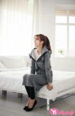 Áo khoác nỉ nữ đẹp Hàn Quốc thu đông 2021 – 2022 cho nàng công sở nấm lùn