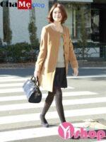 Trang phục lên ngôi năm nay là áo khoác nữ không cổ đẹp thu đông 2021 – 2022