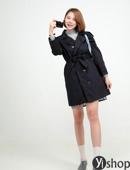 Áo khoác nữ màu đen đẹp nên có trong tủ đồ mùa đông 2021 - 2022 phần 14