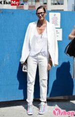 Áo khoác nữ màu trắng đẹp trẻ trung đáng yêu đông 2021 – 2022