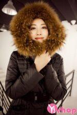 Áo khoác phao nữ dáng dài cổ lông đẹp thu đông 2021 – 2022 phong cách sành điệu