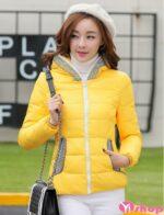 Áo khoác phao nữ dáng ngắn đẹp màu vàng ấm áp thu đông 2021 – 2022
