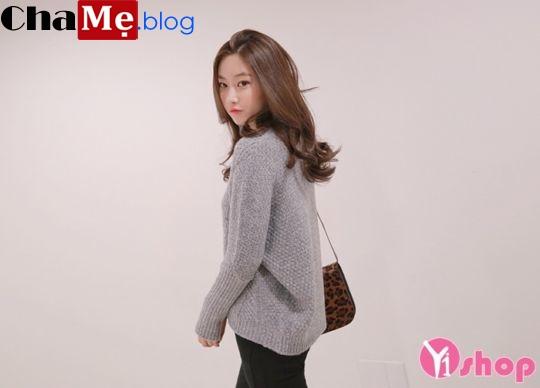 Áo len nữ cổ tròn đẹp giúp nàng nhỏ nhắn trông đầy đặn hơn đông 2021 - 2022