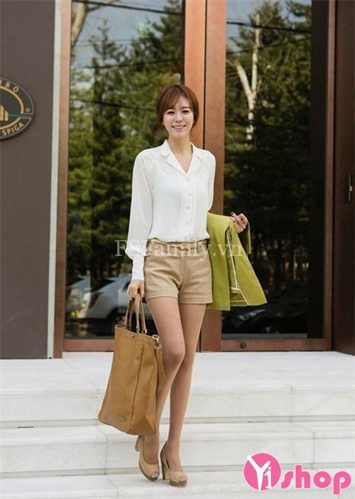 Áo sơ mi nữ đẹp mix quần short dạo phố như sao Việt hè 2021 - 2022