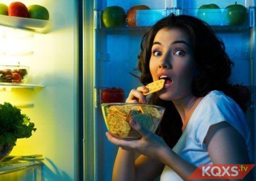Bà bầu ăn bữa phụ buổi tối trước khi đi ngủ nên hay không nên?