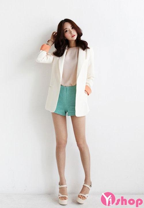 Bí quyết diện áo khoác blazer trắng nữ đẹp thu đông 2021 - 2022