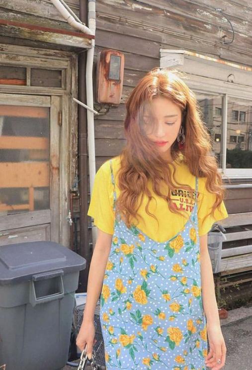 BST 15 kiểu tóc uốn xoăn sóng nước cho nữ đi học đẹp nhất hè 2021