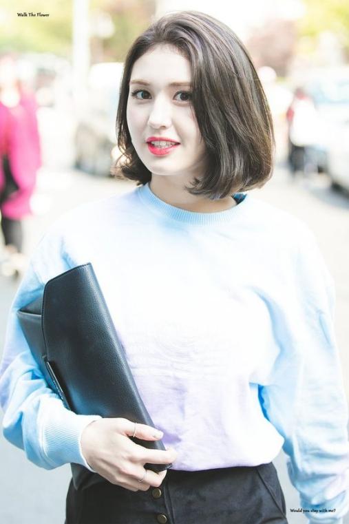 BST 19 kiểu tóc ngắn xoăn ngang vai cho học sinh đến trường đẹp hè 2021