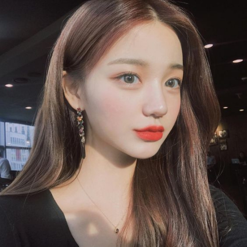 BST 20 kiểu tóc mái dài rẽ ngôi giữa Hàn Quốc đẹp nhất hè 2021