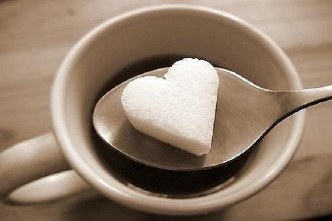 Tránh xa caffein và đường
