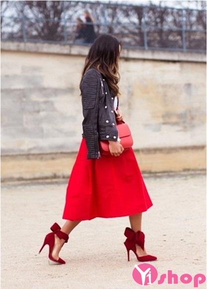 Chân váy đầm màu đỏ đẹp hè 2021 - 2022 phong cách nổi bật dạo phố