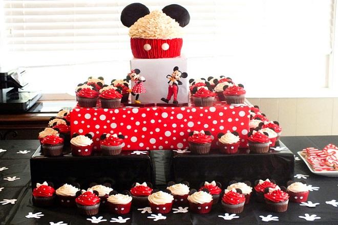 Tiệc sinh nhật được trang trí phong cách chuột Mickey