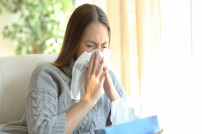 cô gái bị cảm cúm