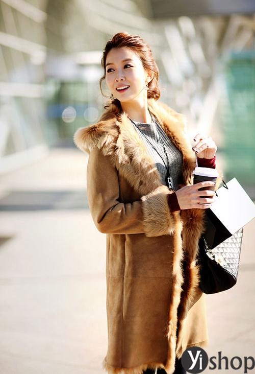 Diện áo khoác nữ cổ lông đẹp ấm áp ngày đại hàn đông 2021 - 2022 phần 6