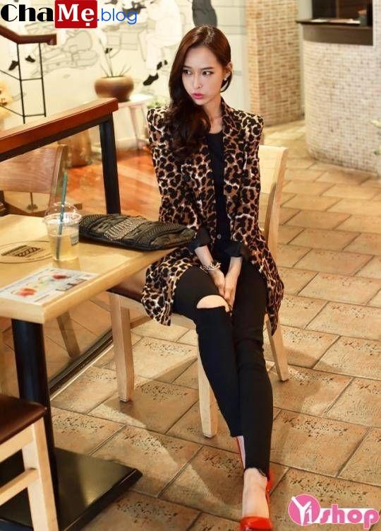Diện áo khoác nữ họa tiết đẹp kiểu hàn quốc không lạnh thu đông 2021 - 2022