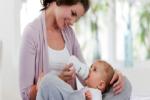 Gợi ý một vài mẹo giúp mẹ tập cho bé bú bình được dễ dàng