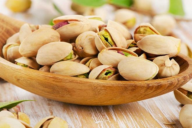 Bà bầu không nên ăn quá nhiều hạt dẻ để tránh bị đầy bụng, khó tiêu.