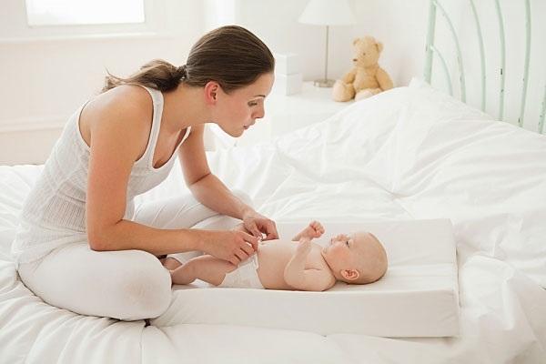 Trẻ sơ sinh sau bao lâu thì mặc được quần?
