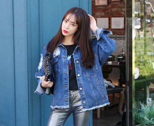 Kiểu áo khoác jean nữ đẹp xu hướng Hàn Quốc khỏe khoắn thu đông 2019