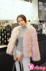 Kiểu áo khoác nữ lông thú dáng ngắn đẹp ấm áp nhất thu đông 2021 – 2022