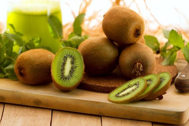 Kiwi là loại trái cây rất giàu axit folic, vitamin C và rất nhiều khoáng chất có lợi cho sức khỏe