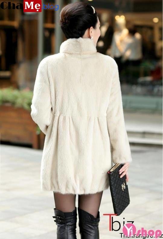 Nên chọn áo khoác lông nữ màu trắng đẹp để diện trong mùa thu đông 2021 - 2022