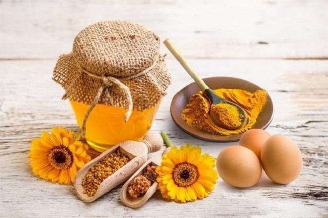 nghệ trứng gà và mật ong