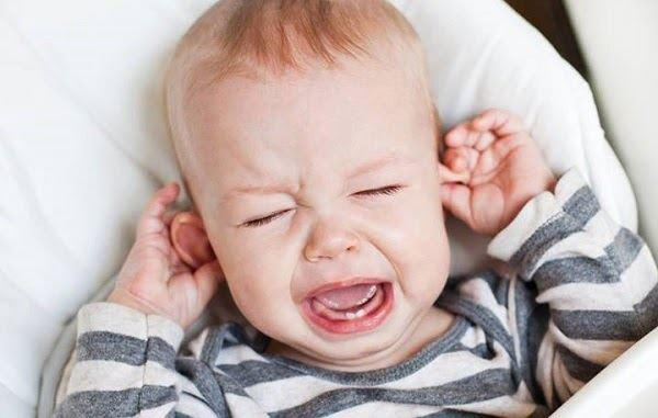 Những dấu hiệu triệu chứng và cách chăm sóc khi trẻ mọc răng