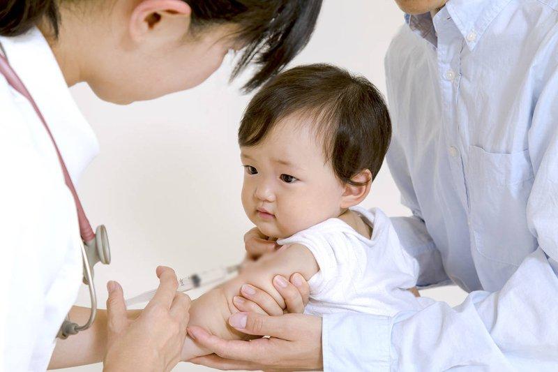 Những điều lưu ý quan trọng khi đưa bé đi tiêm phòng giúp bé tránh rủi ro