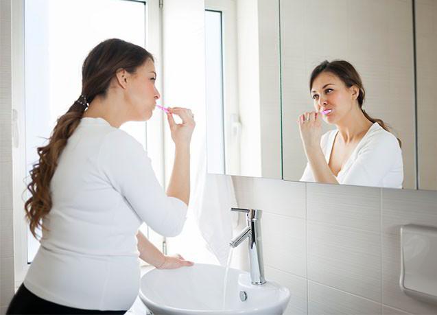 Những điều mẹ bầu nên biết về chăm sóc răng miệng từ lúc mang thai