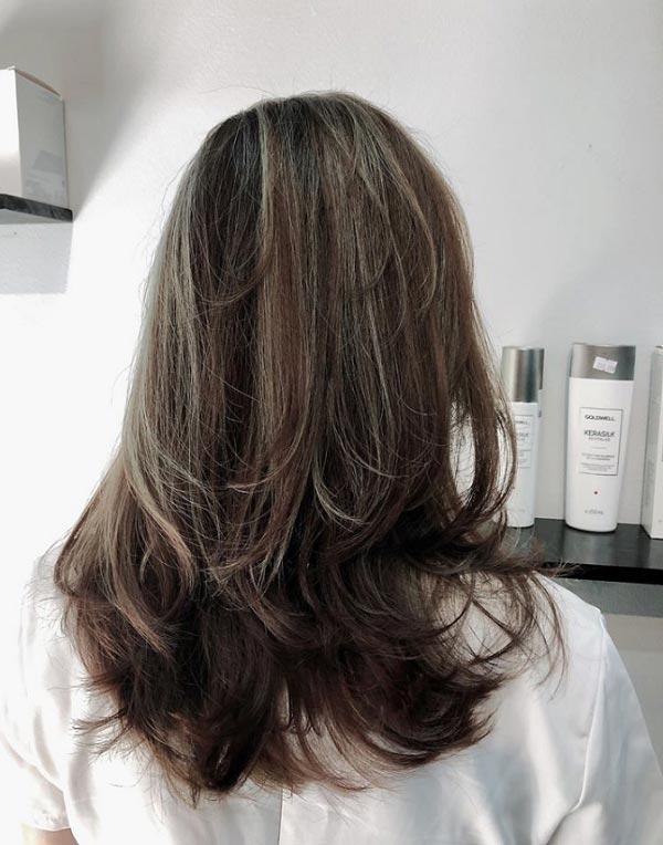 Nhuộm tóc màu nâu khói đẹp trẻ trung nhất năm 2021 khiến phái đẹp mê mẩn