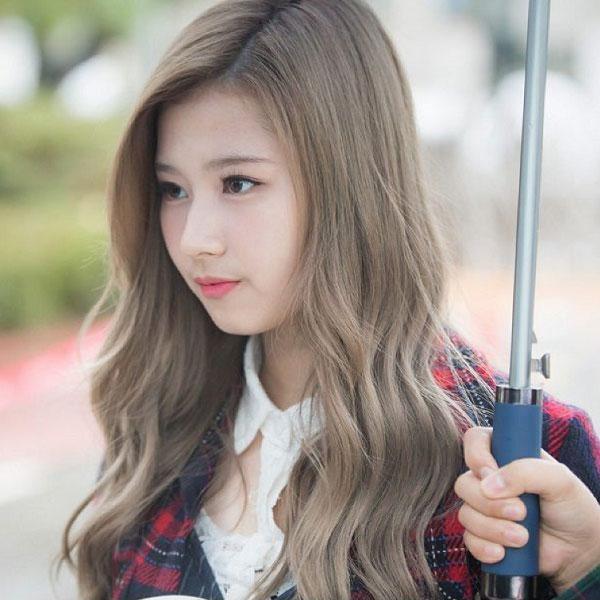 Nhuộm tóc màu nâu rêu đẹp Hàn Quốc xu hướng Hot Trend 2021
