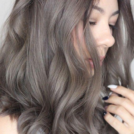 Xu hướng tóc đẹp 2021 nhuộm tóc màu xám khói trẻ trung thời thượng