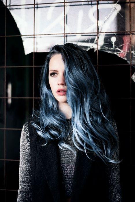 Nhuộm tóc màu xanh dương đẹp đầy cá tinh cô nàng nổi loạn hè 2021
