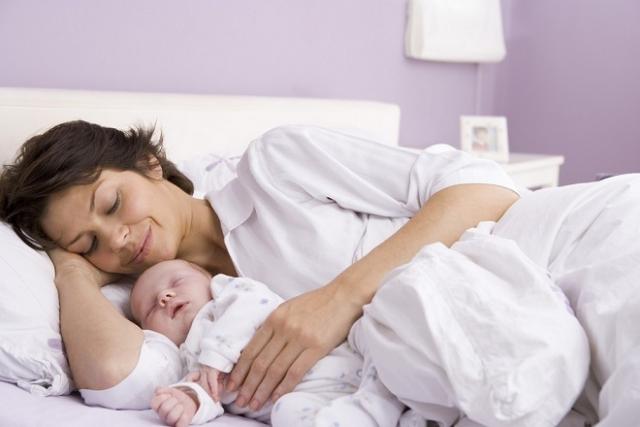 phụ nữ sau sinh phải mặc quần áo dài tay bao lâu