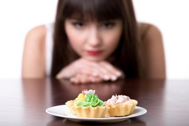 sau sinh có được ăn bánh ngọt và nên ăn vừa đủ cho phép
