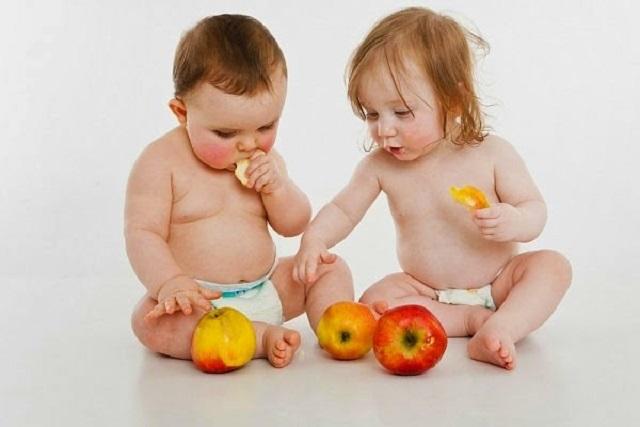 sinh tố cho bé bị táo bón
