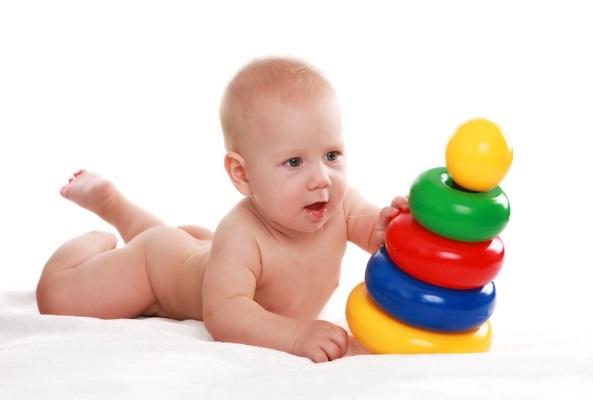 Sự phát triển của bé trai & bé gái 9 tháng tuổi