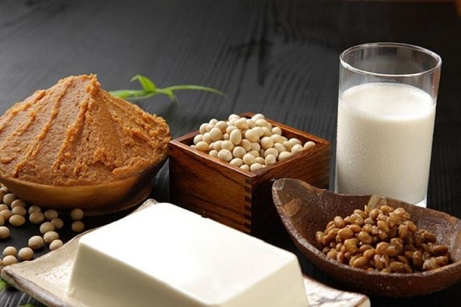 các mẹ nên tránh kết hợp sữa đậu nành với đường nâu