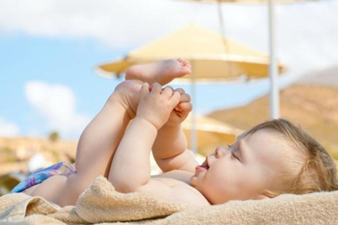 tắm nắng tốt cho trẻ sơ sinh